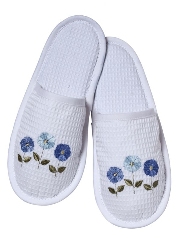 DG05-ROFBL Slippers, Waffle Weave - Row of Flowers (Blue)